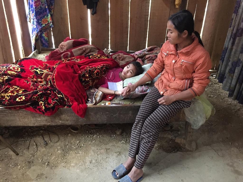 Thiếu 50 triệu đồng, nữ sinh lớp 8 chết mòn vì gãy xương đùi phức tạp
