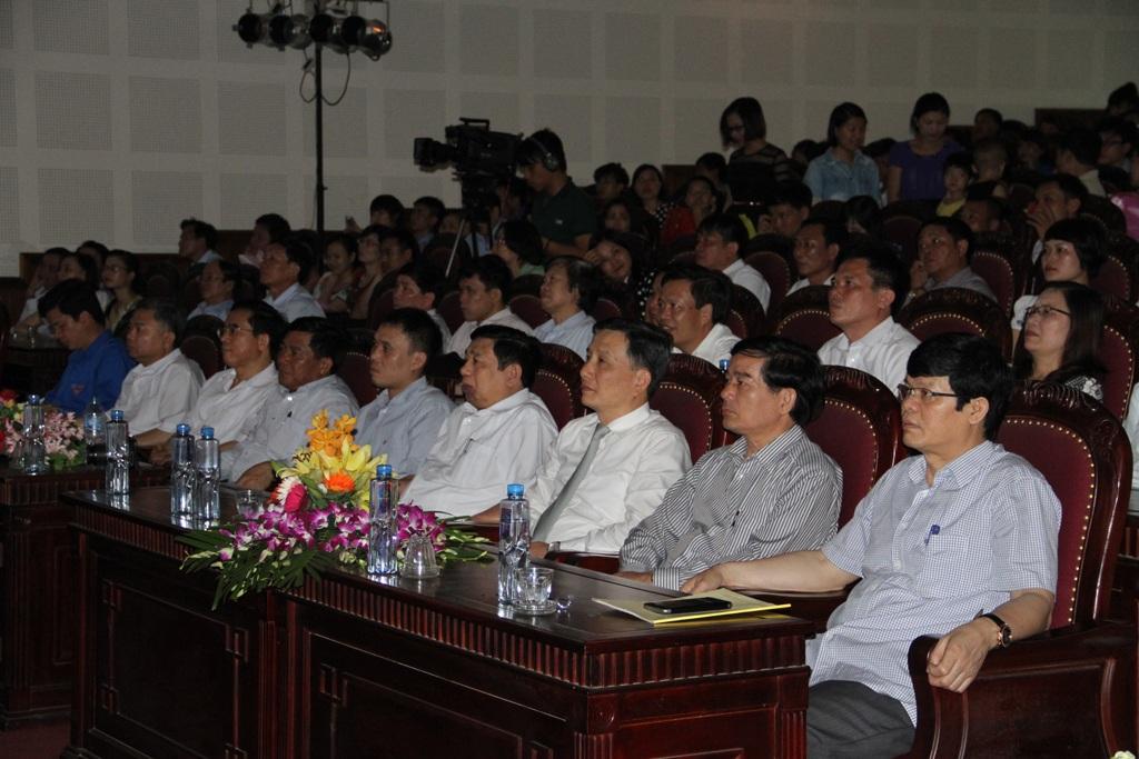 Các đại biểu tham dự lễ trao giải thưởng.