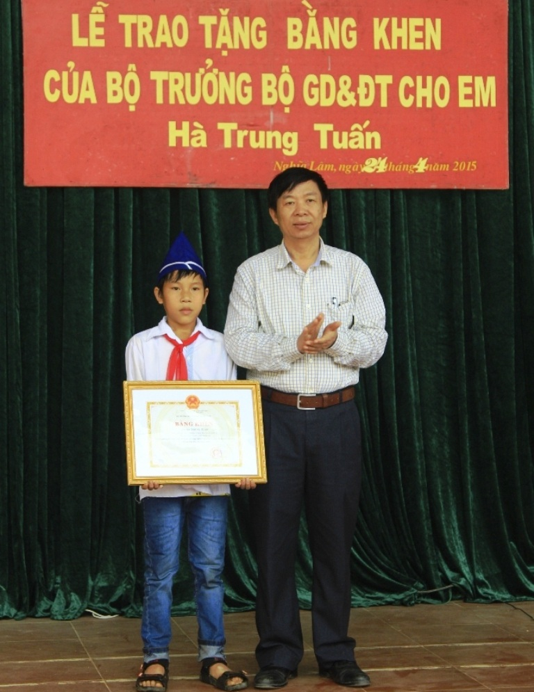 Phó giám đốc Sở Giao dục Nghệ An Nguyễn Hoàng phát biểu ý kiến.