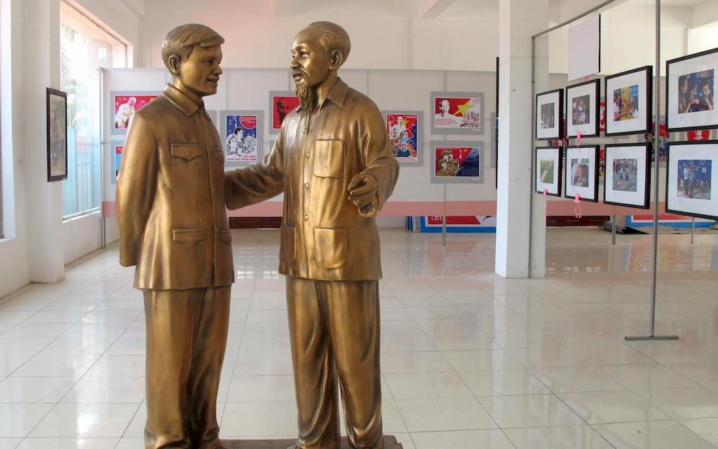 Bác Hồ và Đại tướng Nguyễn Chí Thanh về thăm Hà Tĩnh năm 1957 (Ảnh Nguyễn Đình Đường - Hà Tĩnh).