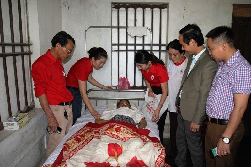 Những món quà nghĩa tình tiếp sức đến các hoàn cảnh bi đát ở Nghệ An