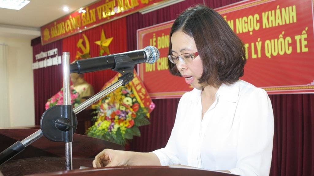 Cô Thơ An phát biểu và chia sẻ tại buổi đón tiếp em Khánh trong ngày trở về.
