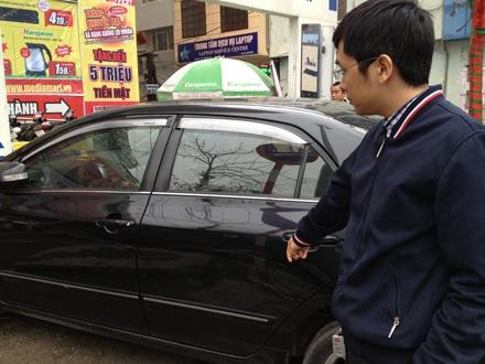 Đòi tiền thu xe của khách hàng vào siêu thị, nhân viên an ninh bị đình chỉ công tác.