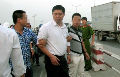2 bị cáo Tường và Khánh hầu tòa với 2 tội danh khác nhau.
