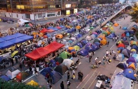 Người biểu tình tụ tập tại tuyến phố chính qua khu Admiralty