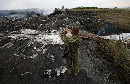 Hiện trường vụ MH17 rơi hôm 17/7