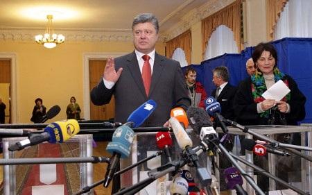 Chiến thắng tại quốc hội không giúp ông Petro Poroshenko giải quyết mọi khó khăn