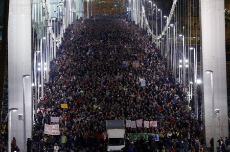 Cuộc biểu tình thu hút khoảng 100.000 người tại thủ đô Budapest