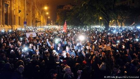 Người dân Hungary giận dữ vì dự thảo luật thuế mới