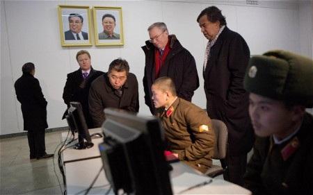 Binh sỹ Triều Tiên sử dụng máy tính