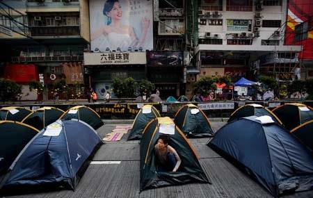 Người biểu tình Hồng Kông vẫn đang bám trụ trên đường phố
