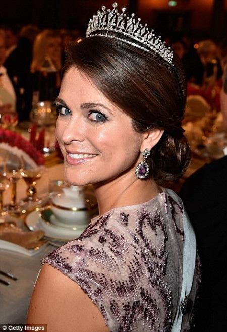 Công chúa Thụy Điển Madeleine tại bàn tiệc