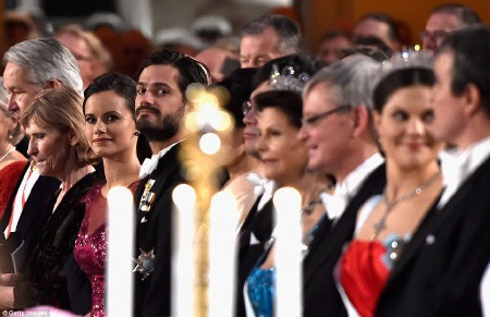 Các thành viên gia đình hoàng gia đều rất lộng lẫy