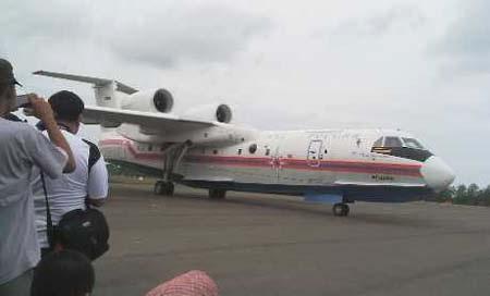 Chiếc Beriev Be-200 chuyên tìm kiếm cứu nạn của Nga đã tới Indonesia