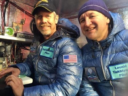 Phi công Troy Bradley (trái) và Leonid Tiukhtyaev đã vượt Thái Bình Dương bằng khinh khí cầu (Ảnh:
