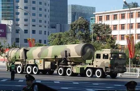 Một tên lửa DF-31A được trưng bày trên đường phố Bắc Kinh