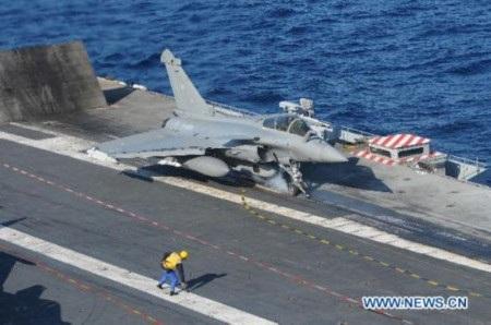 Tàu sân bay Charles De Gaulle của Pháp sẵn sàng oanh kích IS (Ảnh:
