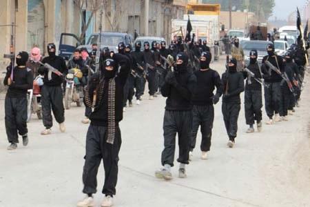 Phiến quân IS đang reo rắc nỗi kinh hoàng khắp Trung Đông (Ảnh: Mirror)