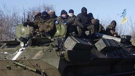 Gần 2500 quân chính phủ Ukraine đã rút khỏi Debaltseve (Ảnh: AFP)