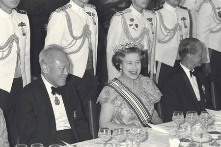 Ông Lý Quang Diệu trong một cuộc gặp với nữ hoàng Anh Elizabeth II