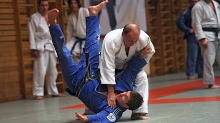 Tổng thống Nga Putin (áo trắng) là người yêu thể thao và thường luyện judo (Ảnh: