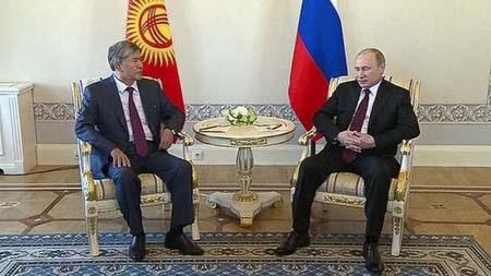 Tổng thống Putin tái xuất sau 10 ngày vắng bóng