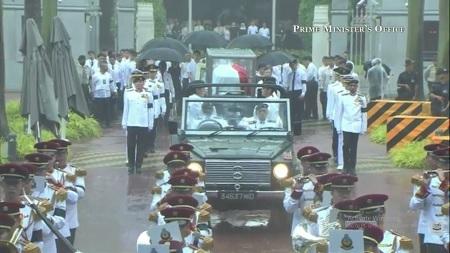 Linh cữu cố Thủ tướng bắt đầu rời tòa nhà quốc hội