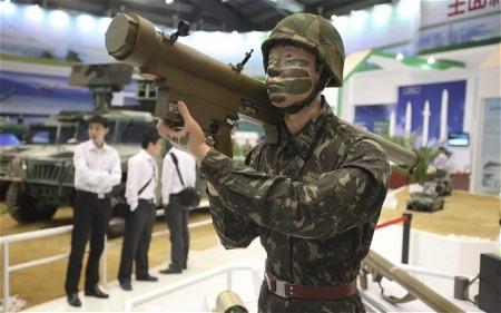 Các công ty vũ khí Trung Quốc ngày càng tích cực tham gia các triển lãm quốc phòng (Ảnh: EPA)