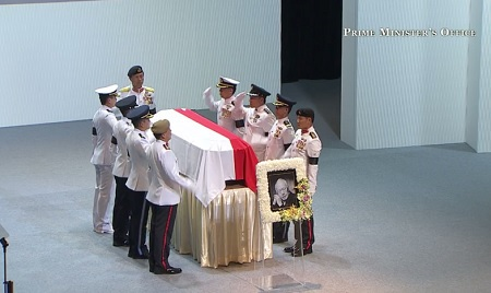 Đội danh dự chào linh cữu ông Lý Quang Diệu
