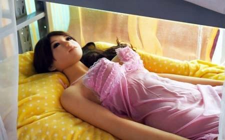 Một búp bê tình dục cao cấp tại Bắc Kinh có giá khoảng 2500 USD (Ảnh: AFP).