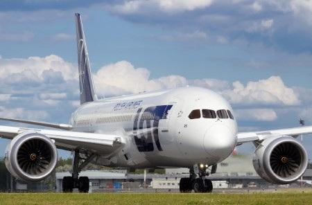 Nhiều chuyến bay của hãng LOT đã phải hoãn/hủy trong ngày 21/6 (Ảnh: