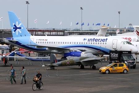Nga tiếp tục trưng bày mẫu máy bay thương mại Sukhoi Superjet100. (Ảnh:
