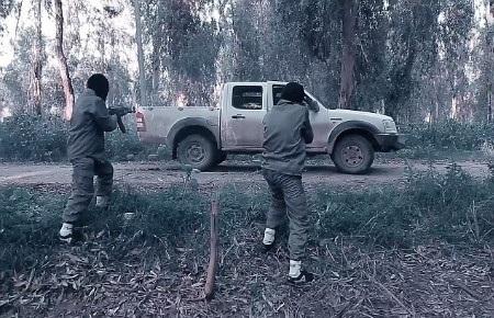 Một buổi tập phục kích xe ô tô sử dụng súng bắn đạn thật