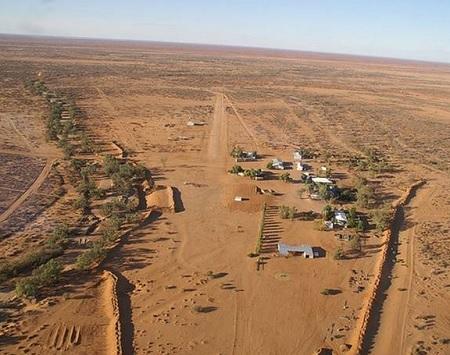 Khu đất có diện tích tới 110.000 km vuông kèm nhiều trang trại chăn nuôi gia súc (Ảnh: Independent)