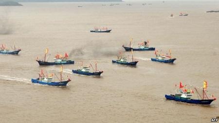 Tàu cá Trung Quốc bị tố đánh bắt trộm ngày một nhiều (Ảnh: