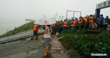 Các lực lượng cứu hộ đang được huy động giải cứu khoảng 400 người còn mất tích
