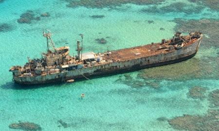 Tàu BRP Sierra Madre hầu như mục nát sau nhiều năm nằm tại Bãi Cỏ Mây (Ảnh: CBS)