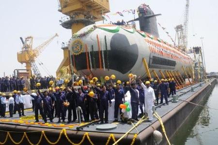 Tàu ngầm lớp Scorpene đầu tiên do Ấn Độ tự đóng hạ thủy hồi tháng 4 (Ảnh: The Hindu)