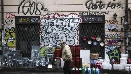 Người dân Hy Lạp đang sống trong những ngày u ám (Ảnh: AP)
