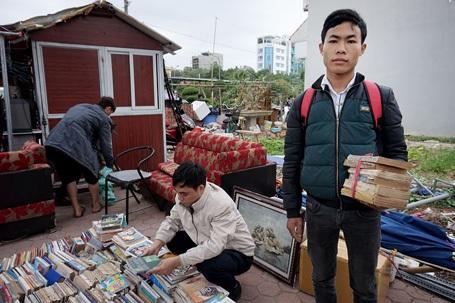 Sách cũ được bán theo kg không cần biết nội dung, thể loại.