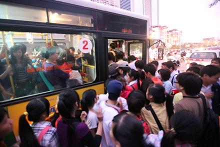 Dự kiến các trục đường 1, 6 và 32 sẽ được bố trí xe buýt dành riêng cho phụ nữ và trẻ em