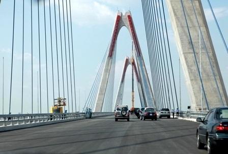 Sở GTVT khuyến cáo khi gió to phương tiện thô sơ không nên đi qua cầu Nhật Tân