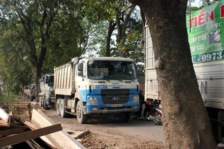 Ô tô tải, xe buýt... xếp hàng dài bên đường 70 sau vụ tai nạn