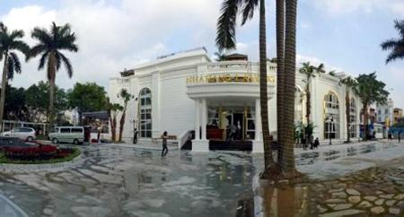 Sau nhiều ồn ào, nhà hàng trong bán đảo hồ Đống Đa chính thức bị đóng cửa