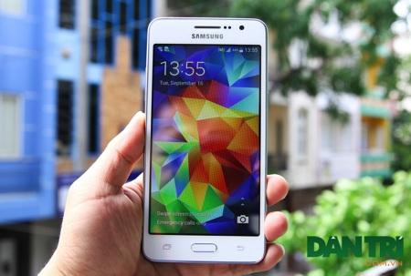 Cận cảnh smartphone tự sướng có giá 4,9 triệu đồng của Samsung