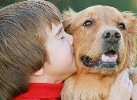 """Khi """"quỷ nhỏ"""" kết thân với cún con"""