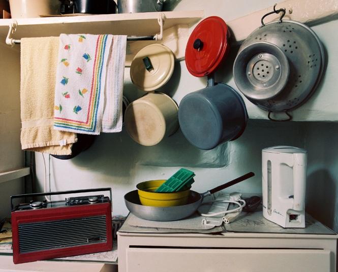 Chủ mới của ngôi nhà vẫn giữ lại những vật dụng rất cũ này trong căn bếp