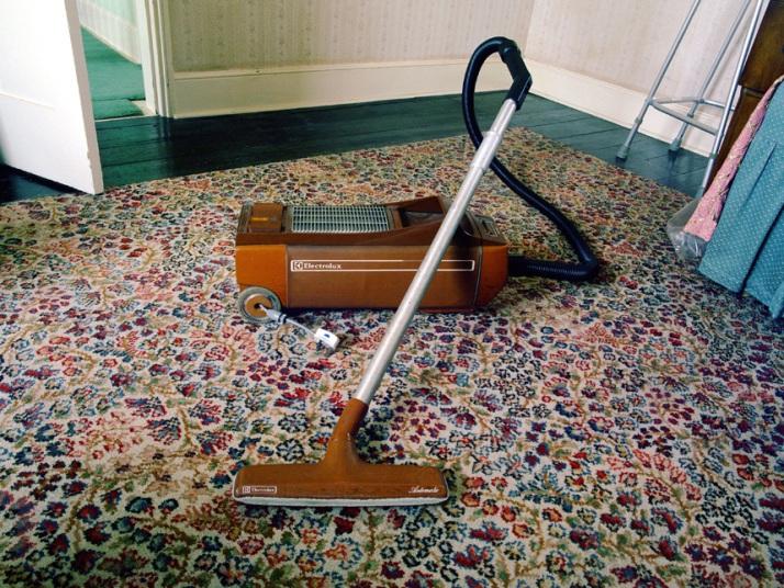 Chủ mới của ngôi nhà còn giữ được cả chiếc máy hút bụi này, và nó vẫn chạy tốt.
