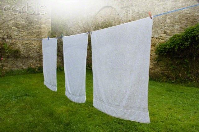 Bạn có thể sử dụng một số cách sau để quần áo nhanh khô hơn:
