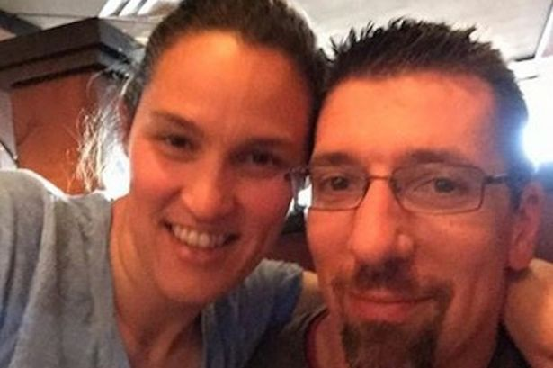 Sharon chụp ảnh cùng chồng trong kỷ niệm 5 năm ngày cưới.